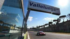 Ауди RS 5 DTM на треке Vallelunga «примерил» ливрею Playboy