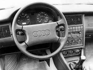 Руль и центральная панель Ауди 90