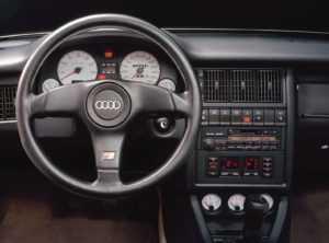 Рулевое колесо и передняя панель Audi S2 Avant