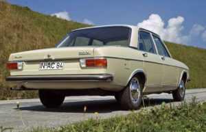 Седан Audi 100 C1 4 дв.
