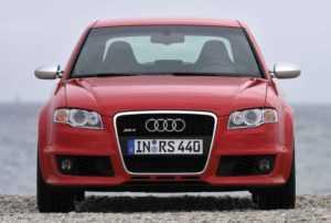 Седан Audi RS4 B7