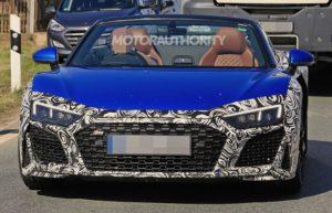 В сети появились фотографии будущего Audi R8 Spyder