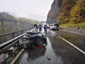 В результате ДТП в Италии Audi R8 разорвало пополам