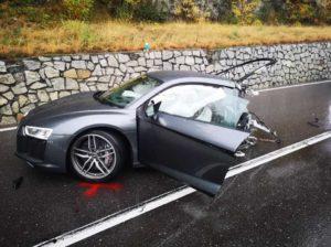 Спорткар Audi R8 разорвало пополам в аварии на севере Италии