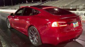 Гоночный заезд Tesla Model S Performance против Audi R8 V10 Plus