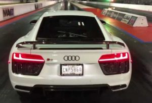 Появилось видео гоночного заезда Tesla Model S Performance против Audi R8 V10 Plus