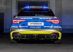 Audi RS4 Avant в полицейской раскраске